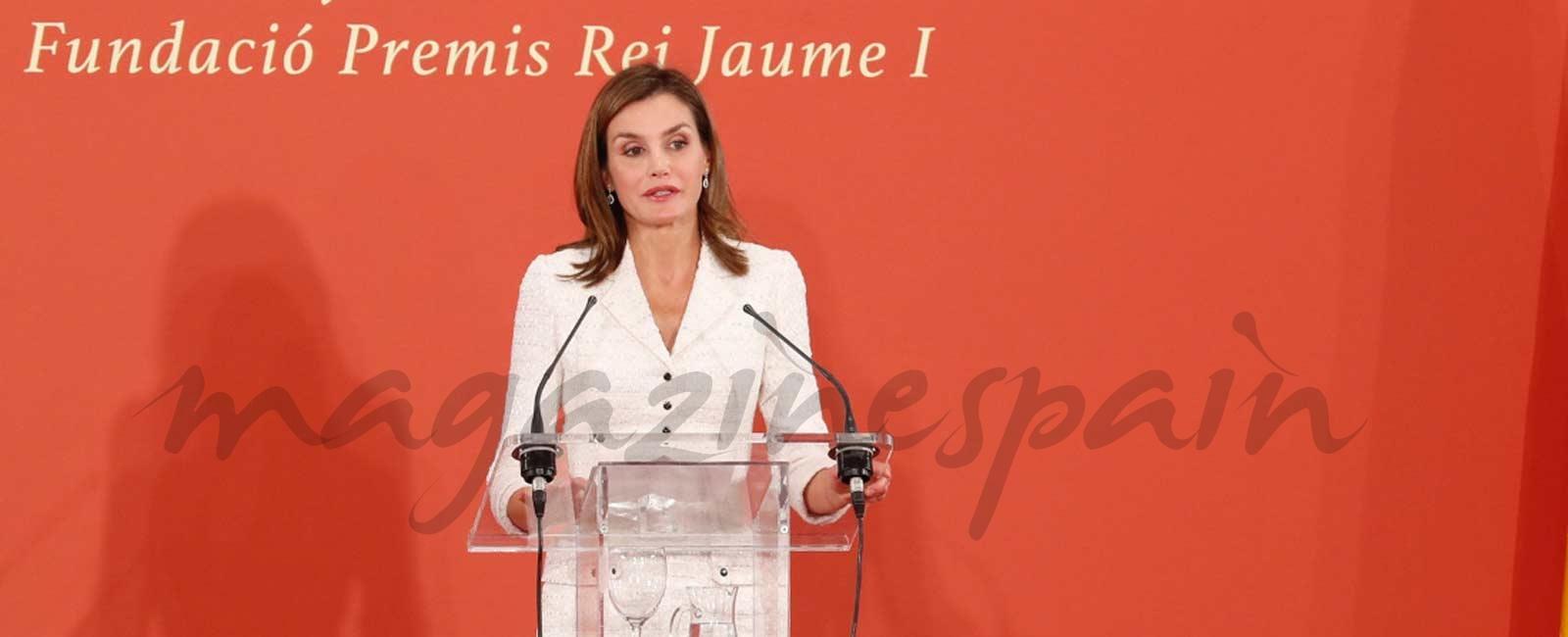 La reina Letizia entrega los Premios Rey Jaime I, de nuevo en solitario