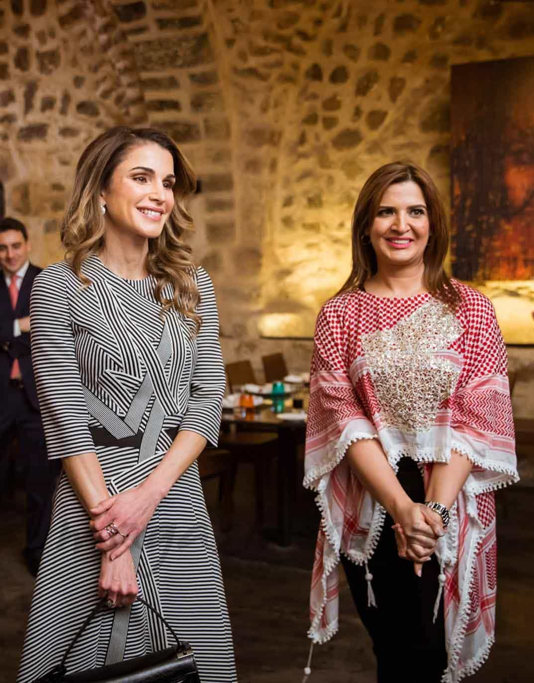 rania de jordania con el grupo sayyidat nashmiyyat