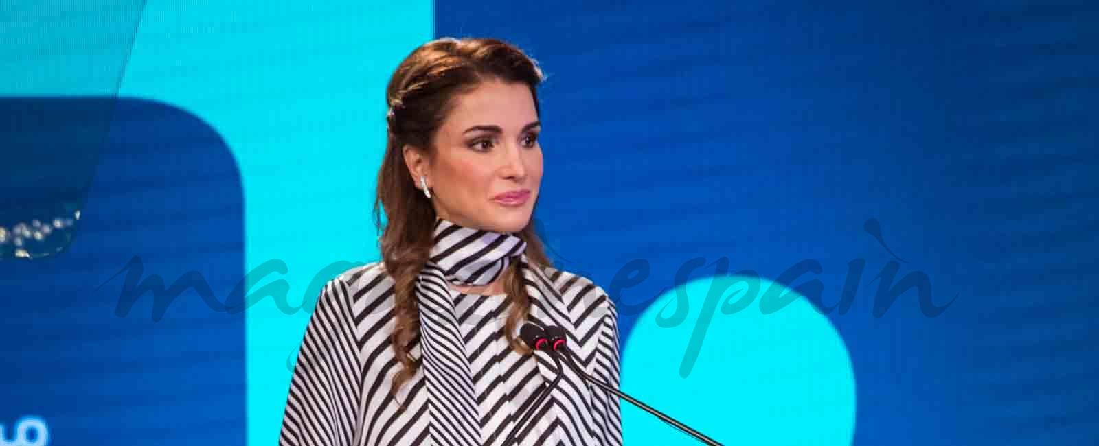 La reina Rania de Jordania, elegancia en blanco y negro