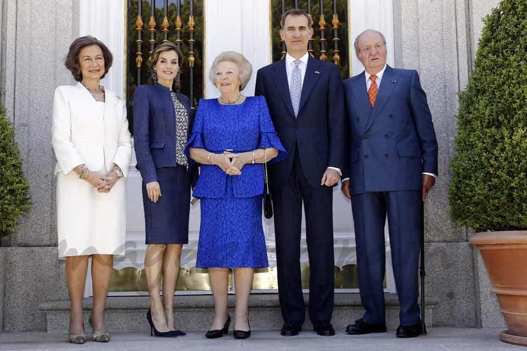 reina sofia princesa beatriz rey juan carlos rey felipe reina letizia en la exposicion de el bosco