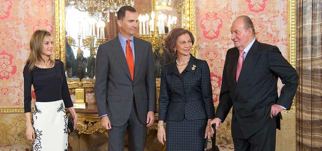 El Rey don Juan Carlos anuncia su abdicación al trono