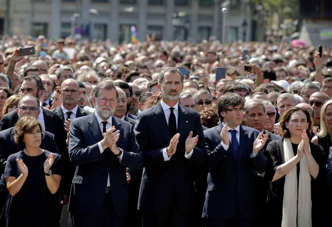 Rey don Felipe minuto de silencio victimas Barcelona
