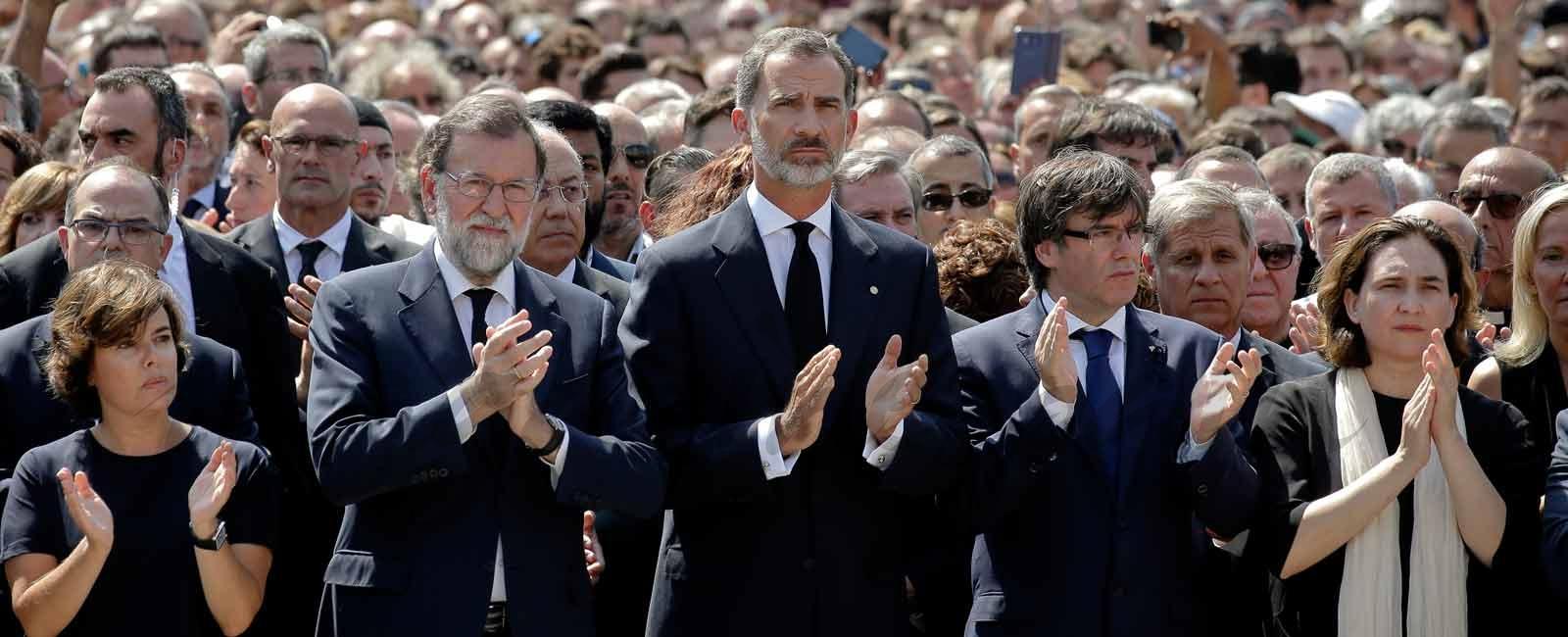 El Rey Felipe preside el multitudinario minuto de silencio en recuerdo a las víctimas de Barcelona