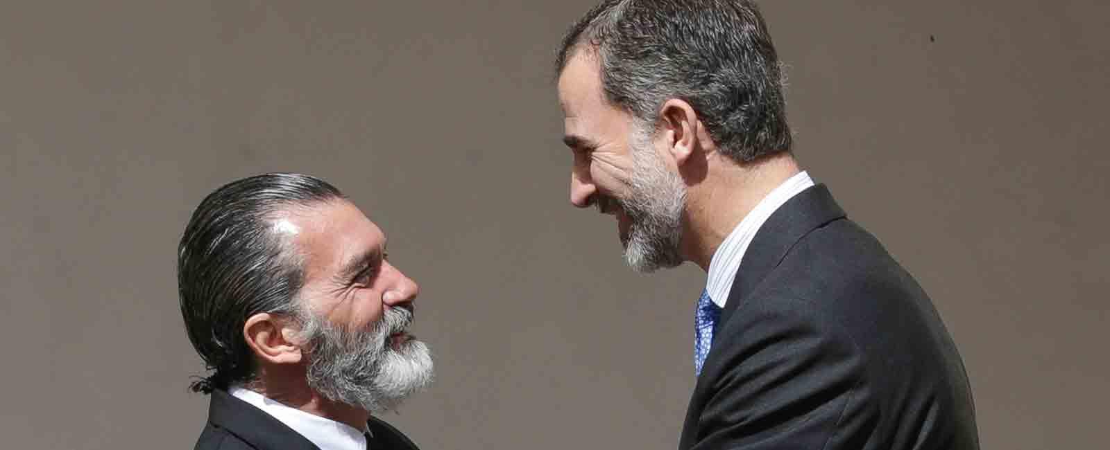 Antonio Banderas recibe del rey Felipe VI, el premio Camino Real