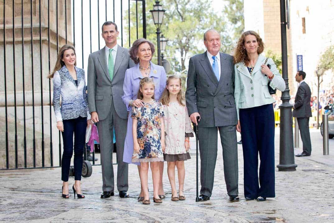 El rey don Juan Carlos en la Misa de Pascua con la Familia Real