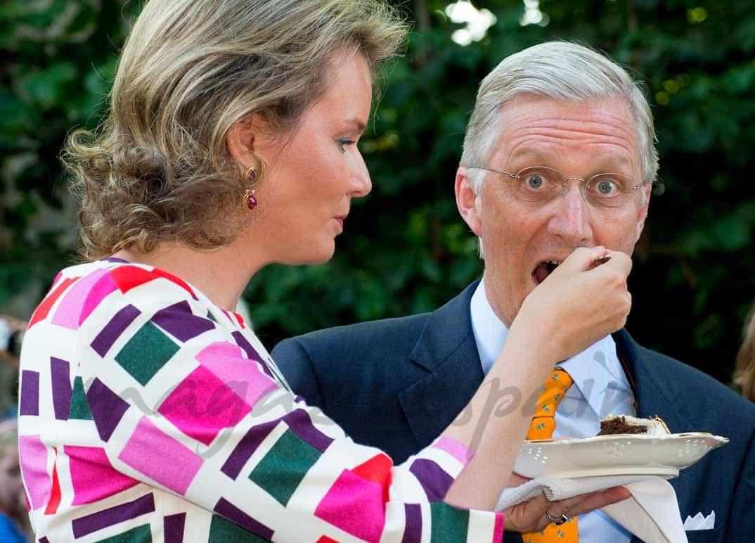 rey-philippe-de-belgica-come-tarta