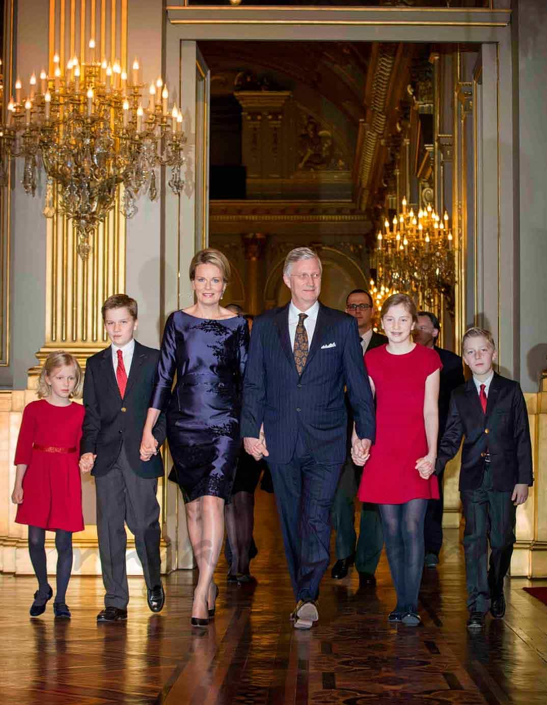 rey-philippe-reina-mathilde-princesa-elisabeth-principe-gabriel-principe-emmanuel-y-princesa-eleonore en el concierto de navidad