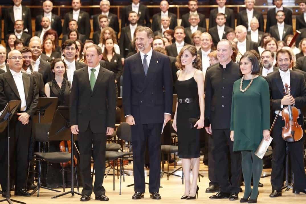 Sus Majestades los Reyes, con la Orquesta Sinfónica del Principado de Asturias y el Coro de la Fundación Princesa de Asturias © Casa S.M. El Rey