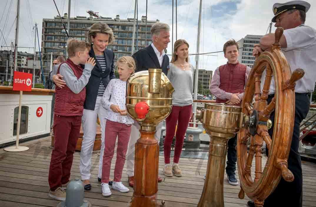 reyes de belgica comienzan sus vacaciones
