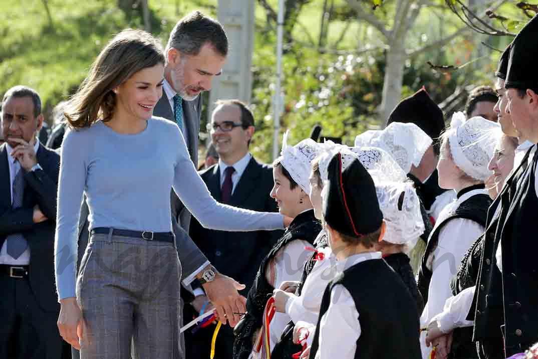 Los reyes de espa a en pore u premio pueblo ejemplar de asturias 2017 - Pueblos de espana que ofrecen casa y trabajo 2017 ...