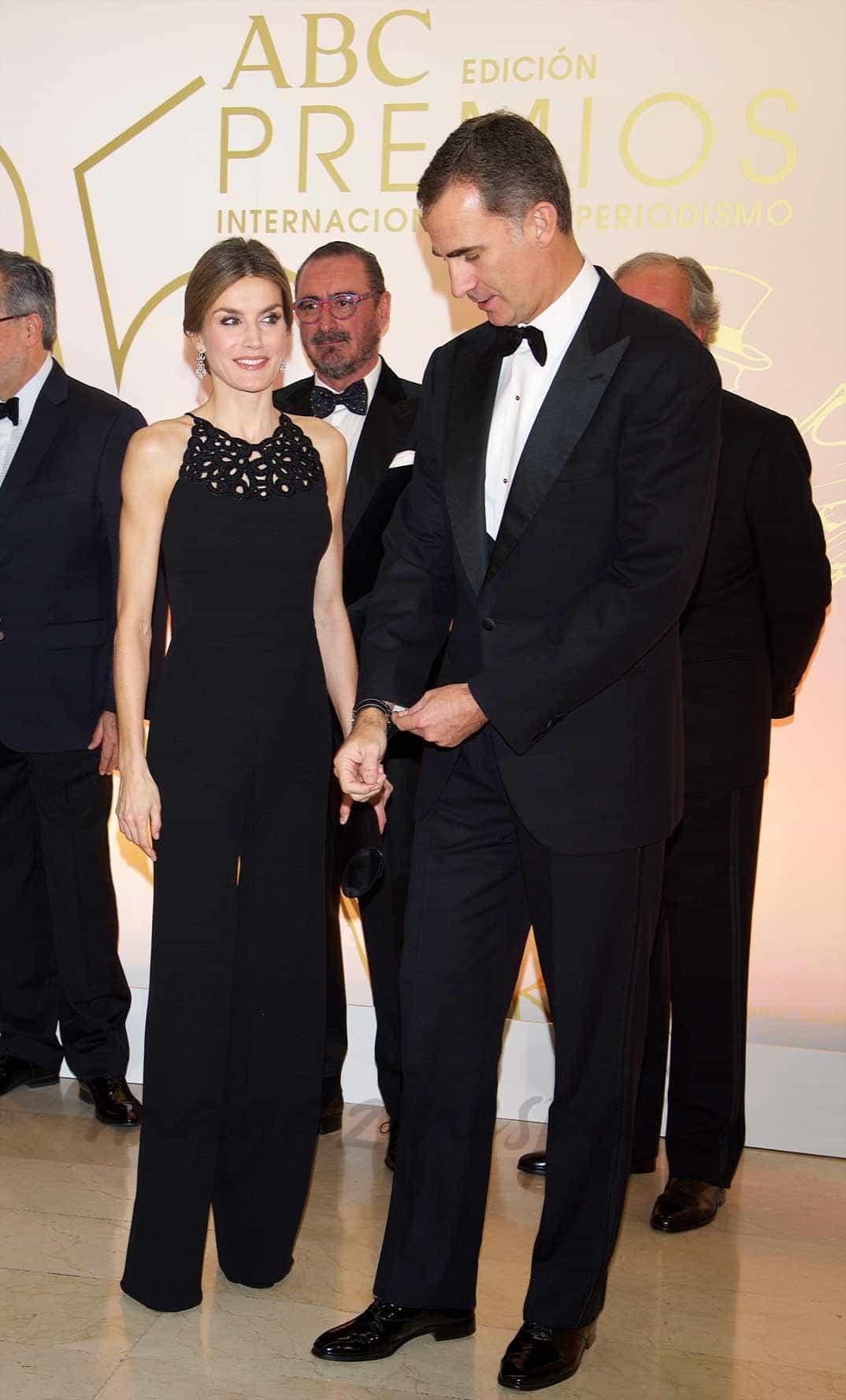 reyes-de-espana-felipe-y-letizia en los premios abc