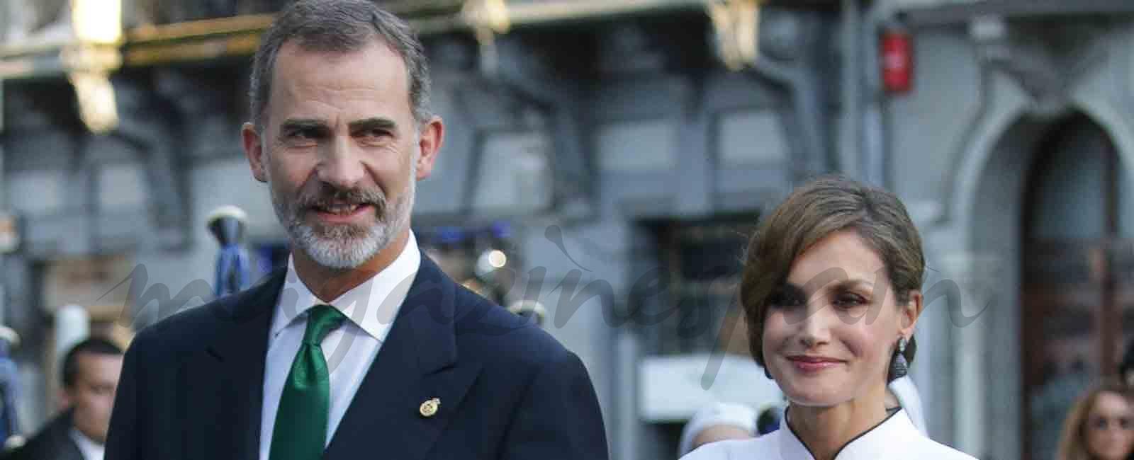 los reyes de españa llegan a los premios princesa de asturias