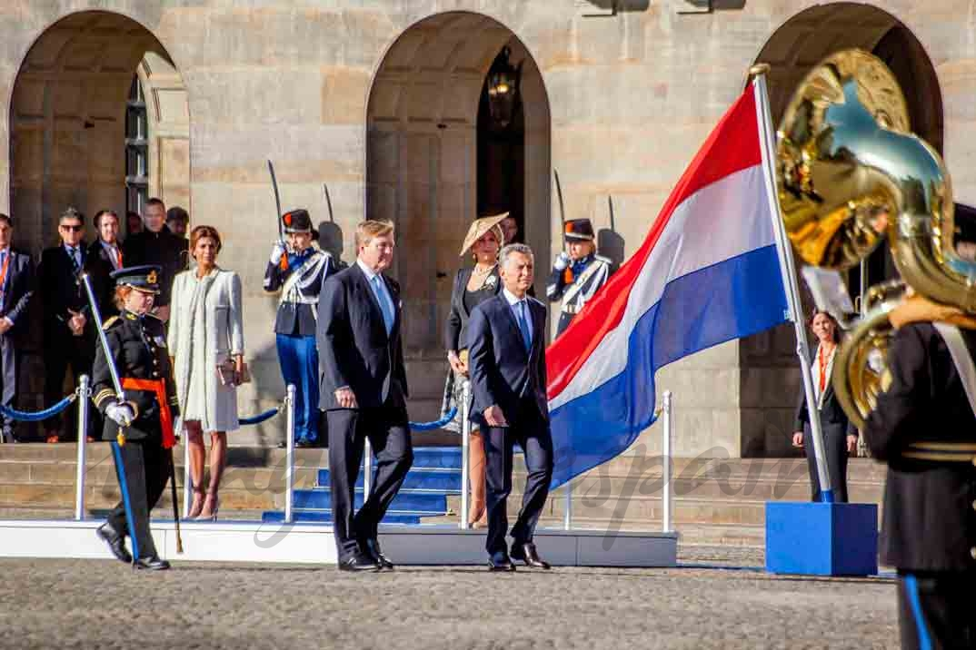 reyes de holanda y presidente argentino