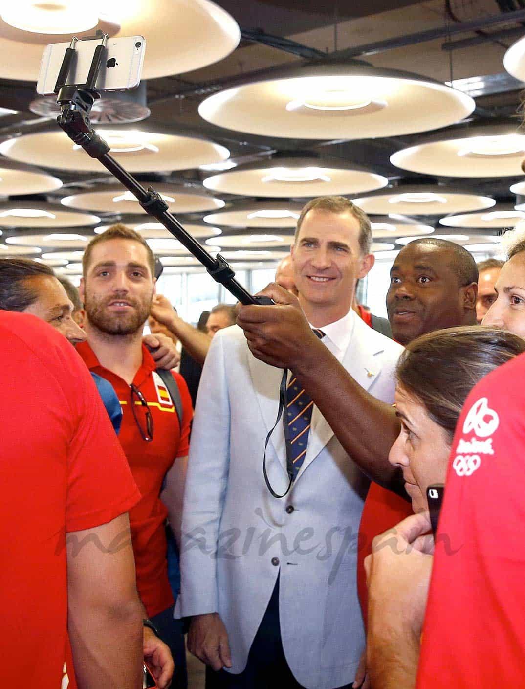 Rey Felipe con el equipo olímpico español para Rio 2016