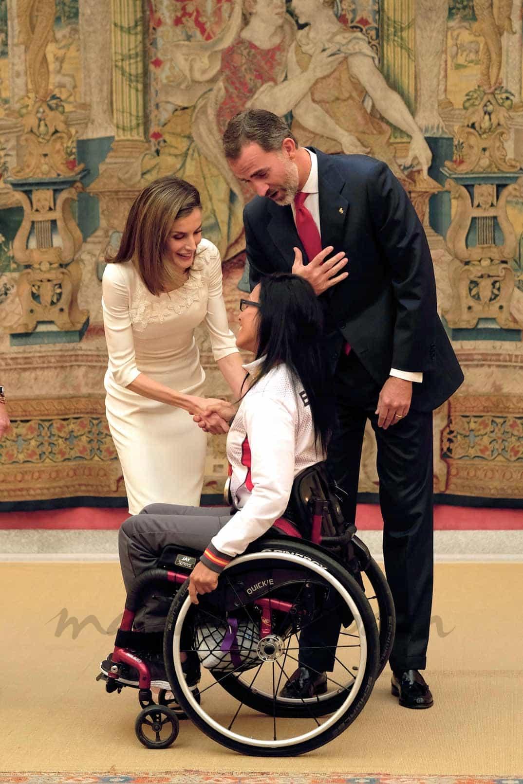 Reyes Felipe y Letizia con Teresa Perales