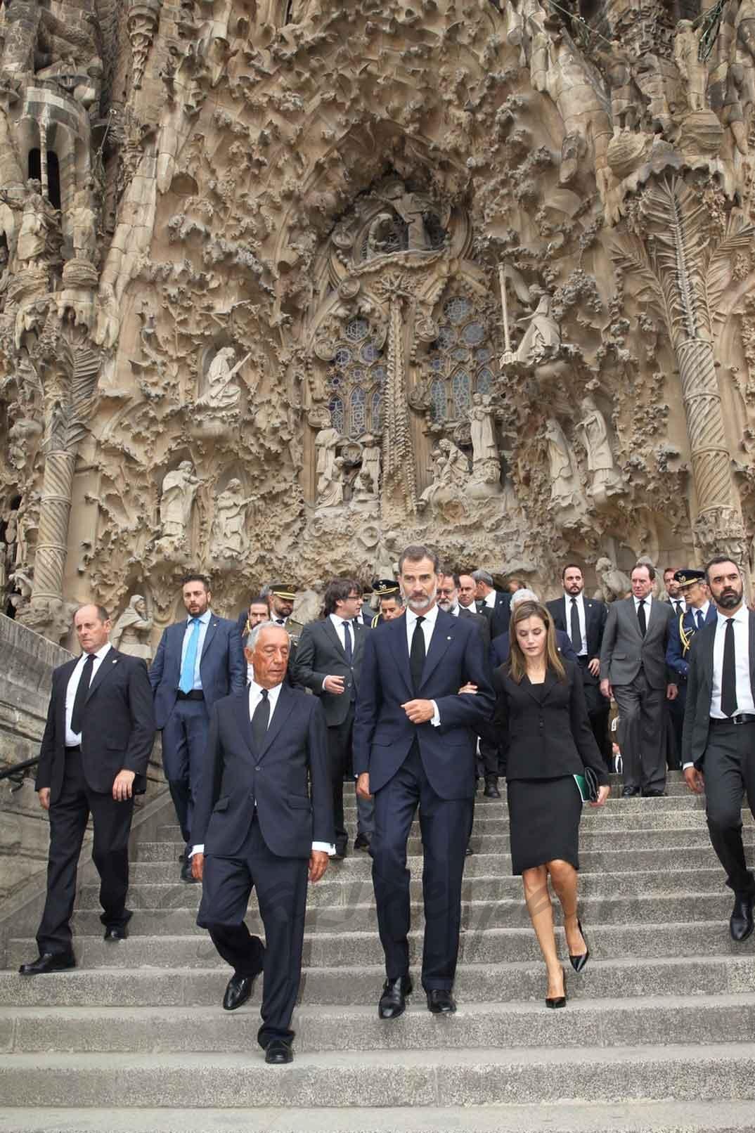 Los Reyes y el Presidente de la República Portuguesa, Marcelo Rebelo de Sousa, abandonan la Sagrada Familia - Casa S.M. El Rey