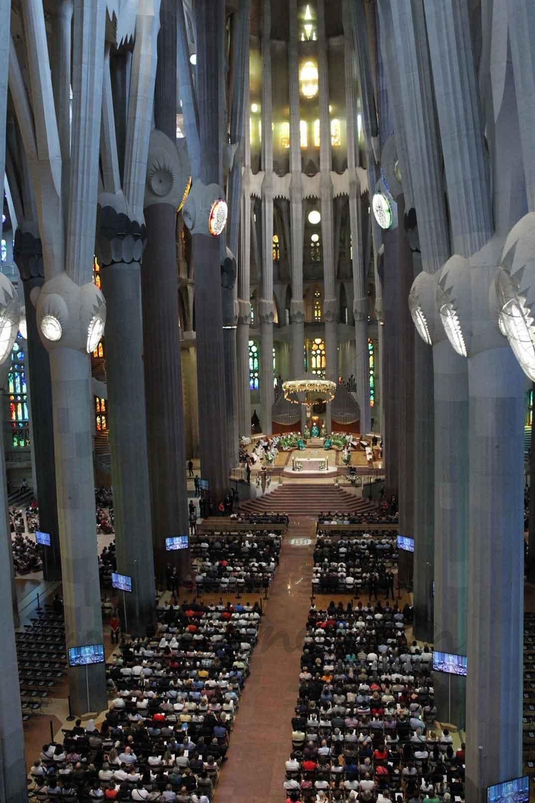 Vista del interior de la Sagrada Familia durante la ceremonia religiosa - Casa S.M. El Rey