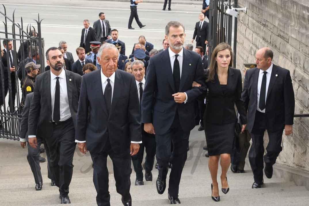 Los Reyes y el Presidente Rebelo de Sousa acceden a la Sagrada Familia - Casa S.M. El Rey