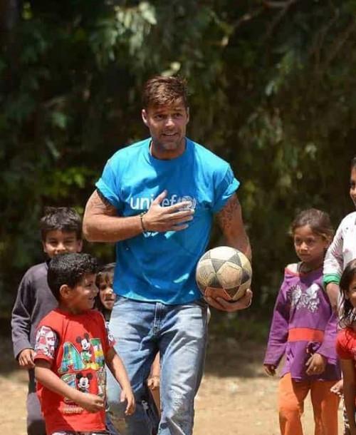 Ricky Martin visita un campo de refugiados en El Líbano
