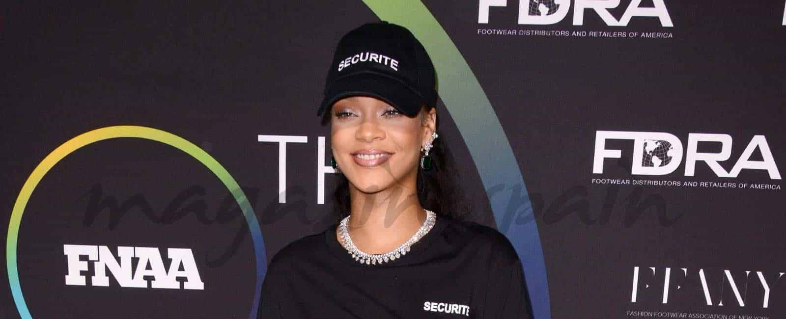 Rihanna, modelo de sus diseños
