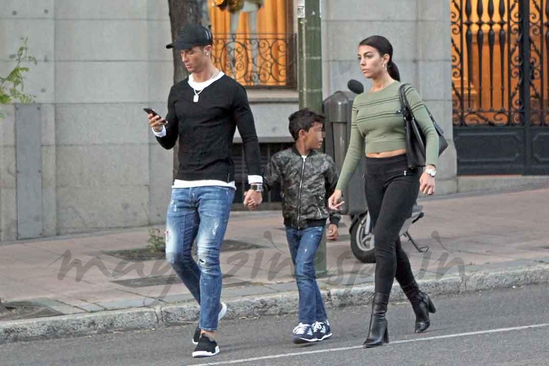 Cristiano Ronaldo con su novia Georgina Rodríguez y su hijo