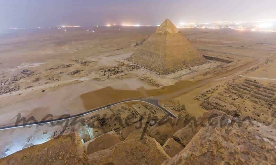 Tres fotógrafos rusos profanan la pirámide de Keops