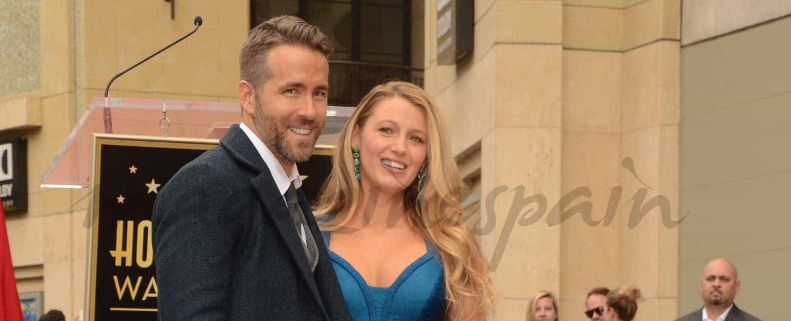 Ryan Reynolds y Blake Lively presentan a sus hijas
