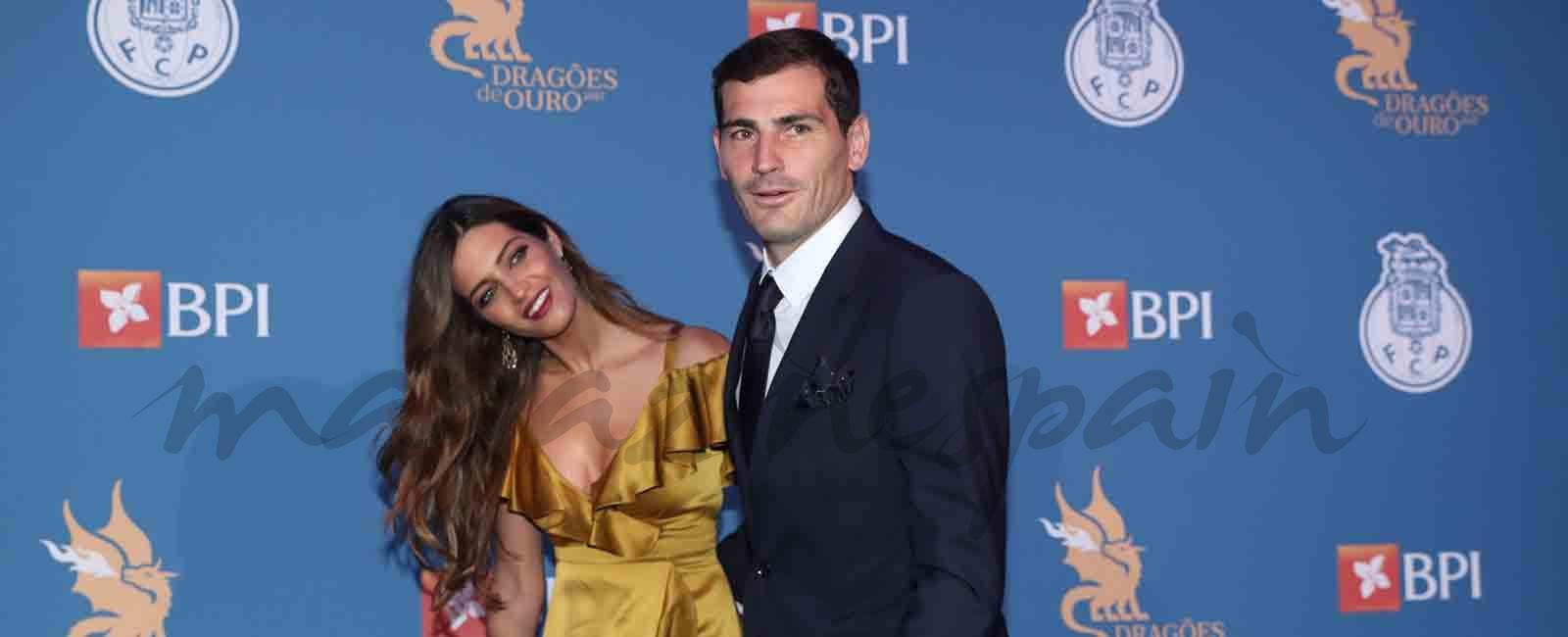 Sara Carbonero triunfa con su look en la Gala Dragones en Oporto
