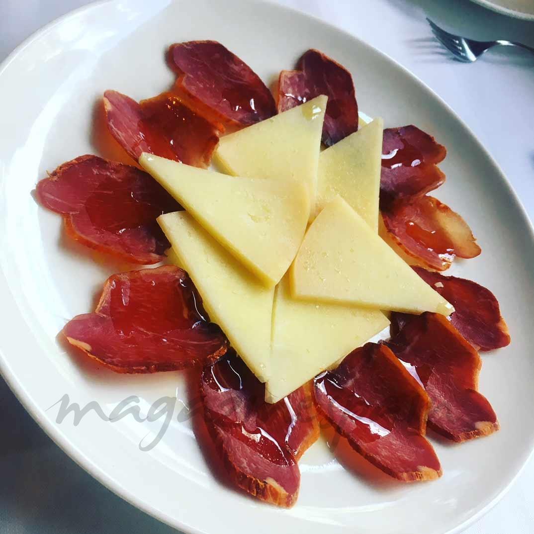 Paletilla ibérica de bellota y queso