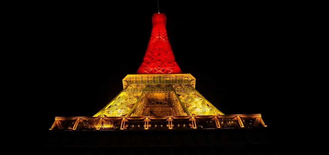 Torre Eiffel: Homenaje a las victimas del atentado en Bruselas