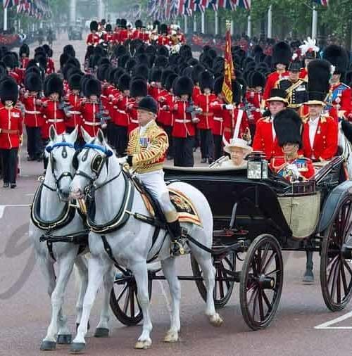 Primera salida oficial de Kate Middleton, para asistir al Troopingthe Colour