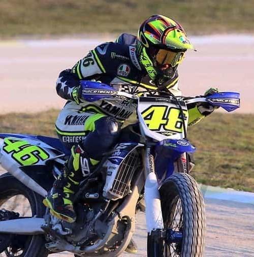 """Valentino Rossi entrena, practicando """"Dirt Track"""""""